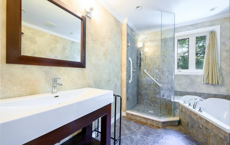 Bathroom featured at 1389 Saginaw Crescent, Mississauga, ON at Alex Irish & Associates