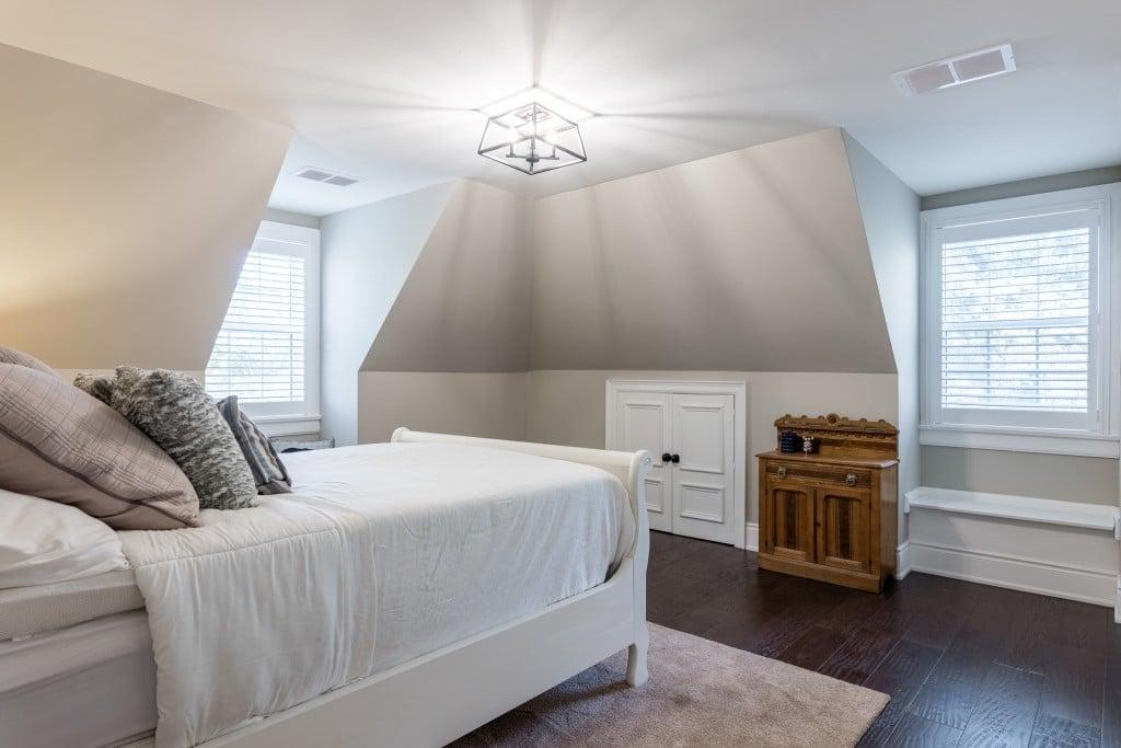 Bedroom featured at 2552 Jarvis Street, Mississauga, ON at Alex Irish & Associates