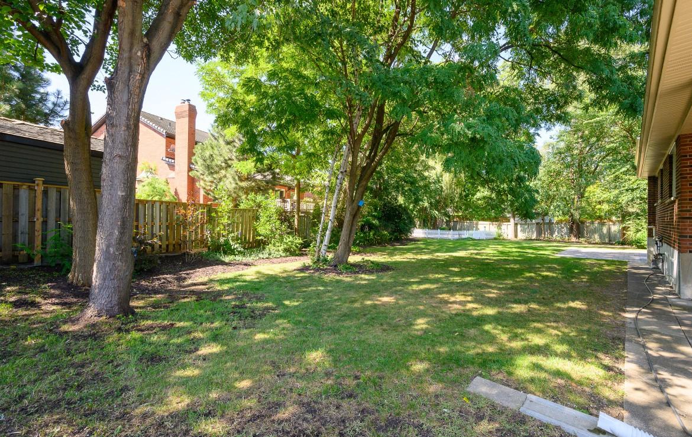 Garden featured at 1389 Saginaw Crescent, Mississauga, ON at Alex Irish & Associates
