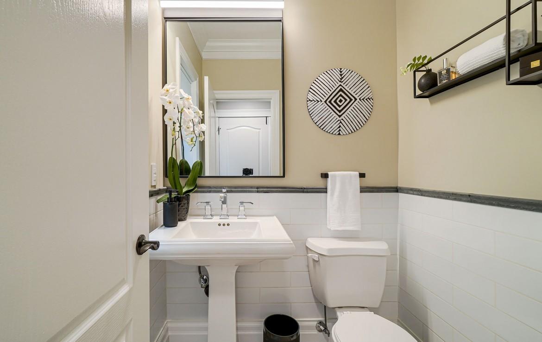 Bathroom featured at 3342 Moses Way, Burlington, ON at Alex Irish & Associates