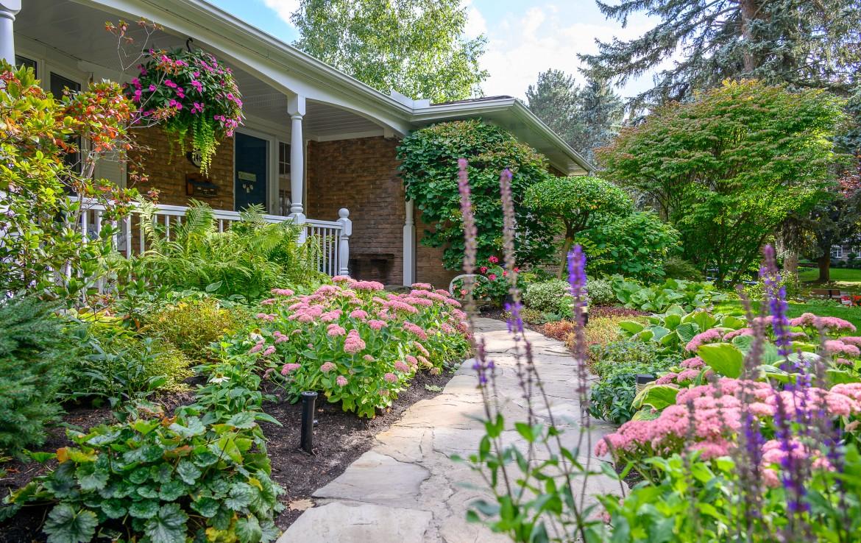 Garden featured at 1466 Bunsden Avenue, Mississauga, ON at Alex Irish & Associates
