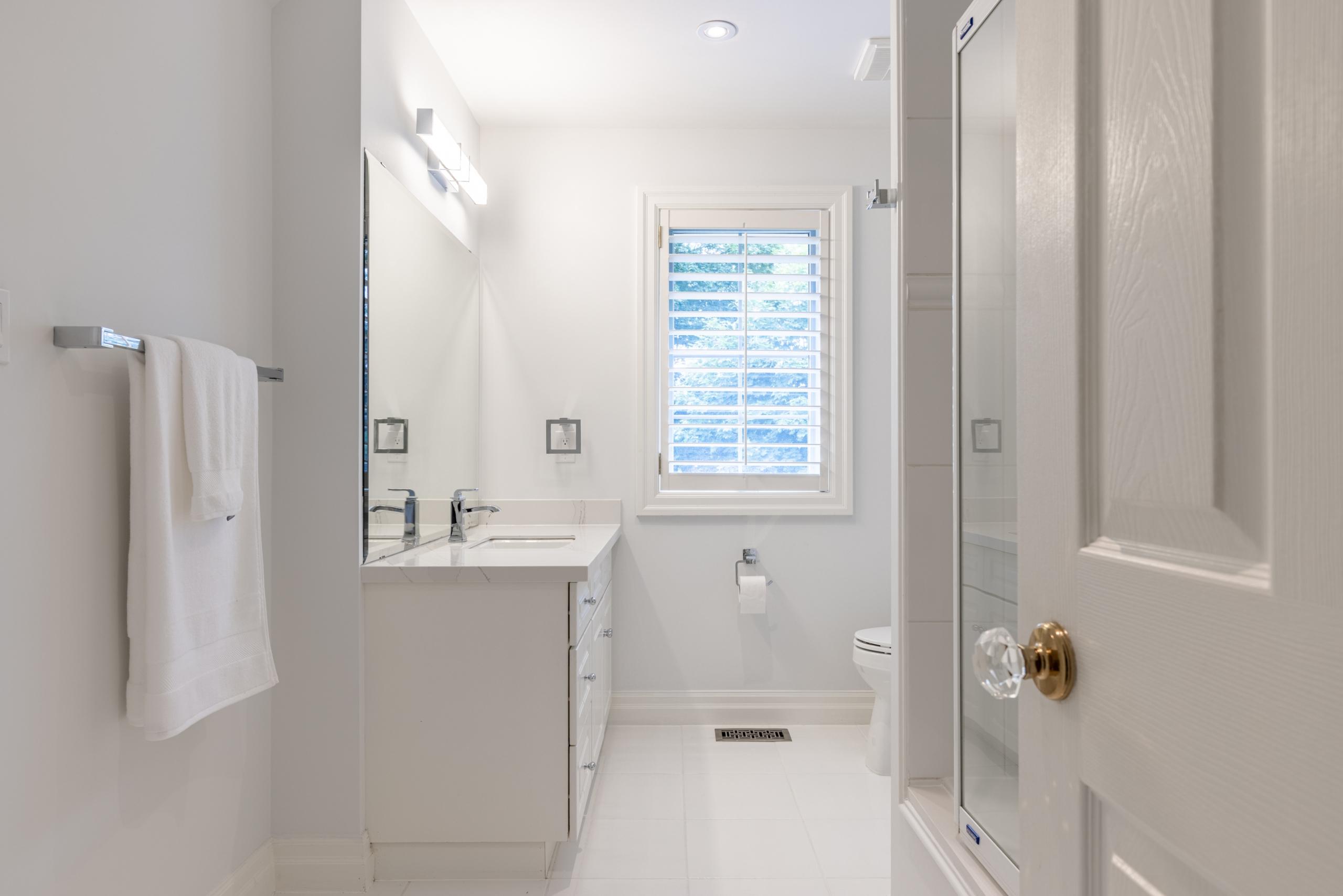Bathroom featured at 956 Halsham Court, Mississauga at Alex Irish & Associates
