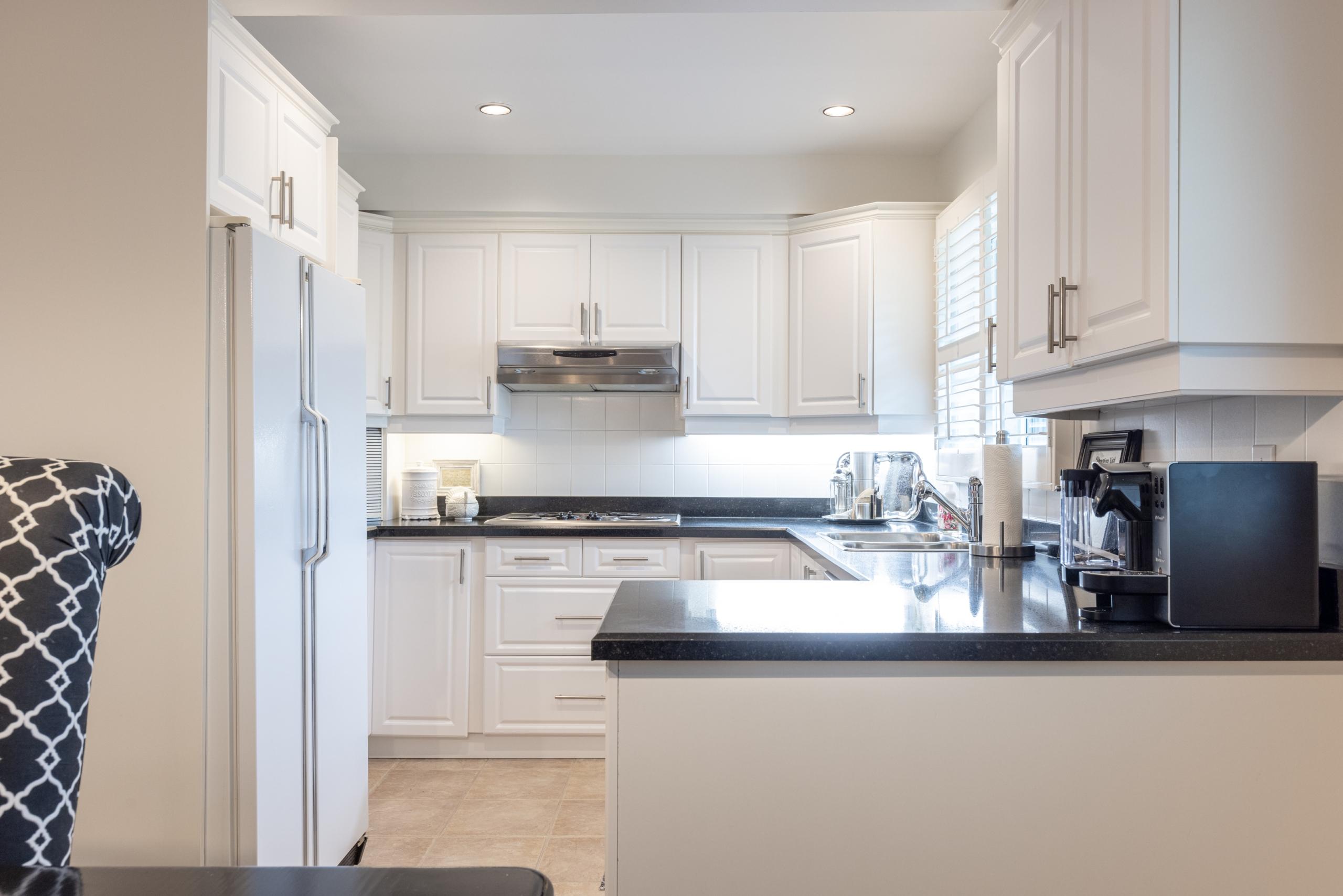 Kitchen featured at 16-2299 Marine Drive, Oakville, ON at Alex Irish & Associates